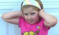 Otizmli çocuklar dış sesleri yok sayamıyor.